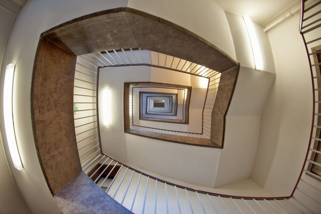 staircase-1590582_1920