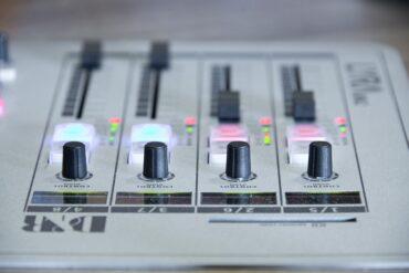 radio-1475056_960_720